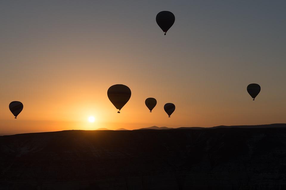 Dai palloni aerostatici ai droni. Breve storia dei primi esempi di guerra aerea e minaccia asimmetrica