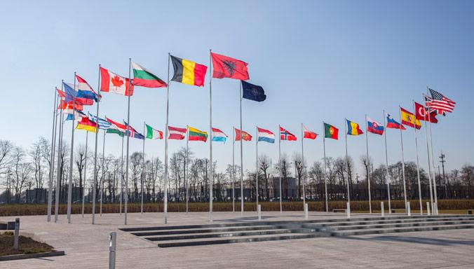 La Nato dopo la Guerra Fredda: nuove sfide e cambiamenti necessari.