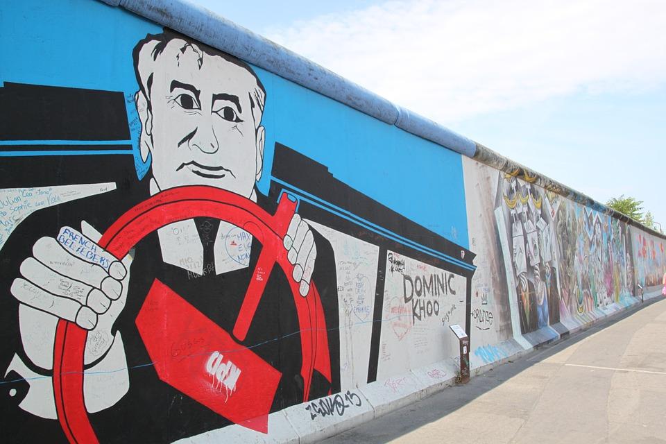 Dal Muro di Berlino alla Muraglia cinese. Uno sguardo al 2020 con Massimo Teodori
