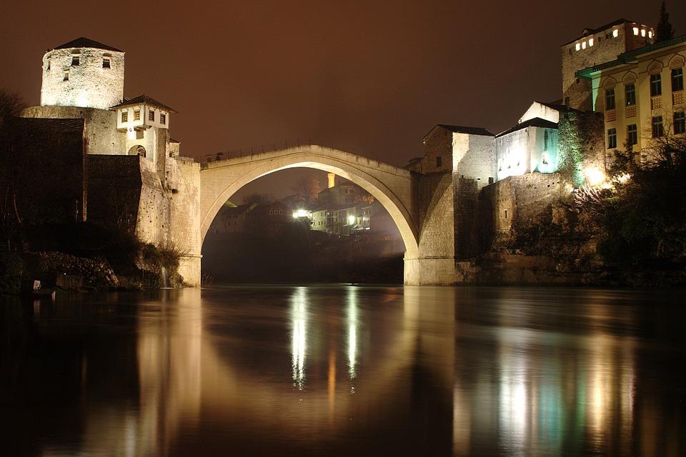 Cosa c'è dietro le tensioni che agitano i Balcani