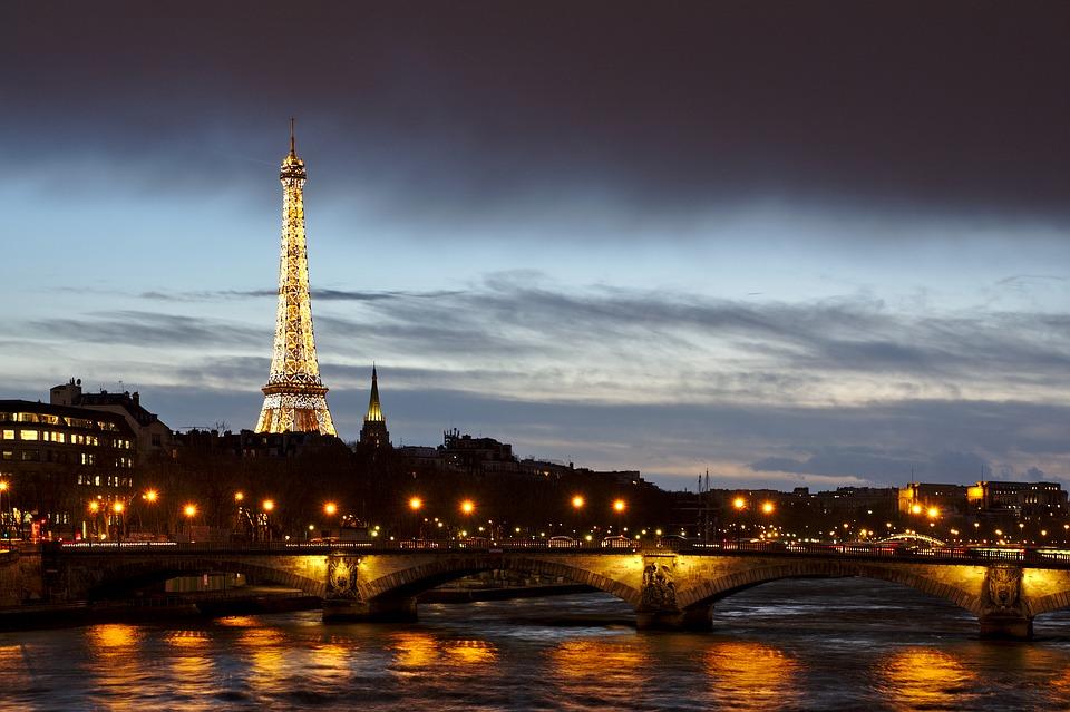 Torna la paura per il terrorismo a Parigi