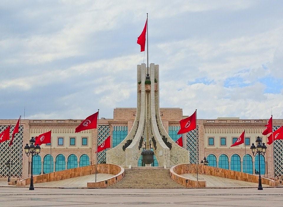 Sull'incerto crinale: la Tunisia tra crisi economica e illusioni populiste